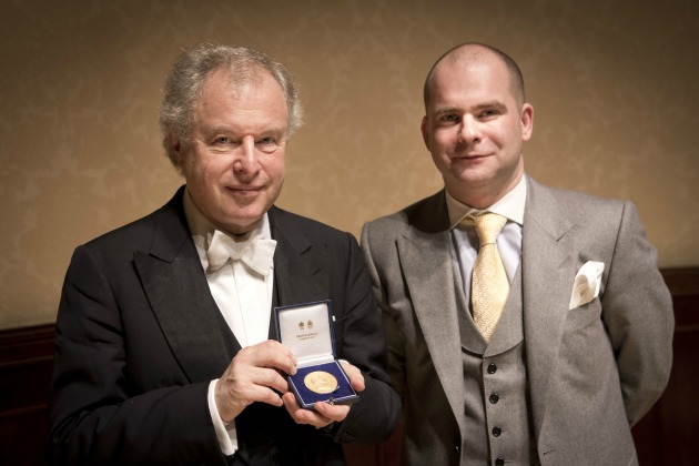 Schiff András a díjátadón (Fotó: royalphilharmonicsociety.org.uk)