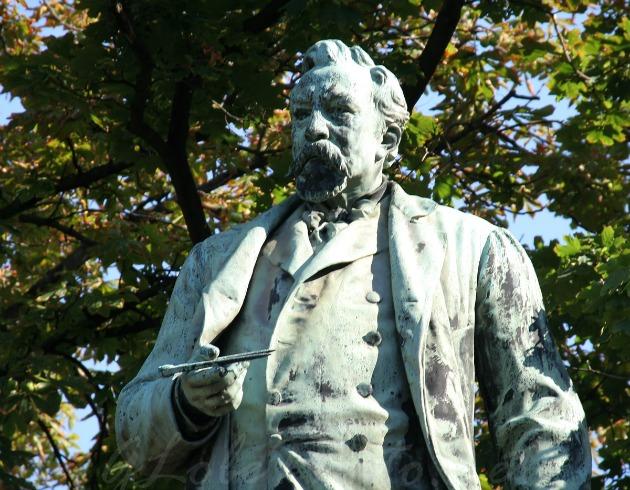 Ybl-szobor