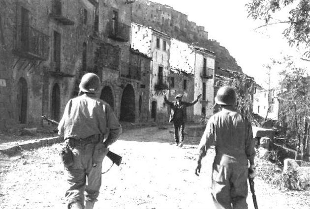 Capa - Az első katonák megérkeznek Troinába 1943 augusztusában