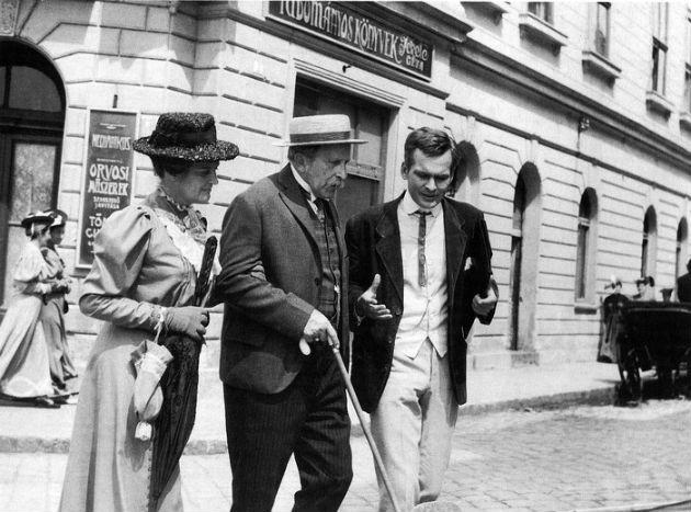 Tolnay Klári, Práger Antal, Latinovits Zoltán a Pacsirta című filmben Inkey Alice fotóján (Forrás: 168ora.hu)