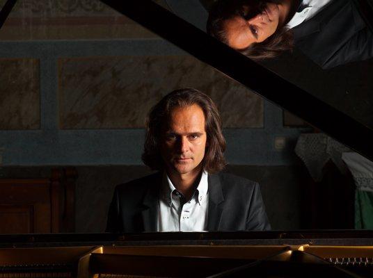 Bogányi Gergely (fotók: Pannon Filharmonikusok)