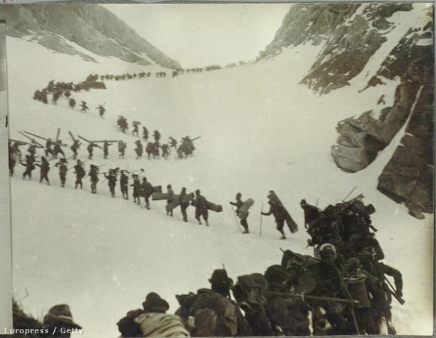 Olasz katonák az Alpokban, Adamellónál (Fotó: Mondadori / Europress / Getty)
