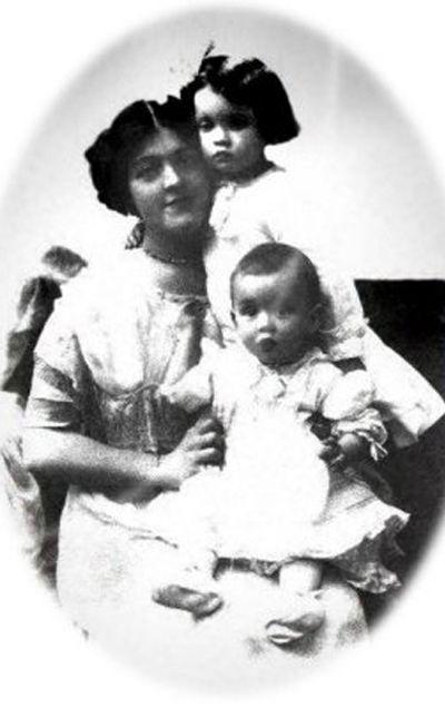 Mrs. Bessie Waldo Allison (Daniels), a kétéves Helen Loraine Allison és a héthónapos Hudson Trevor Allison (Fotó: news.nationalpost.com/Tumblr)