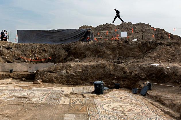 1500 éves templom és mozaikpadló maradványai az izraeli Alumában (Fotó: Hirado.hu/EPA/Jim Hollander)