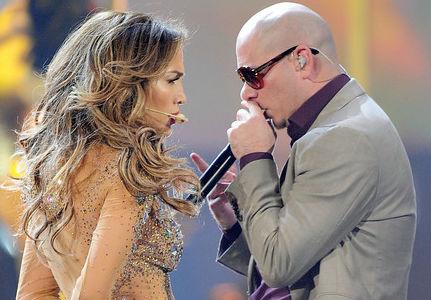 Jennifer Lopez és Pitbull a 2011-es Amierican Music Awardson
