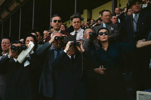 Robert Capa: Nézők a párizsi Longchamp versenypályán