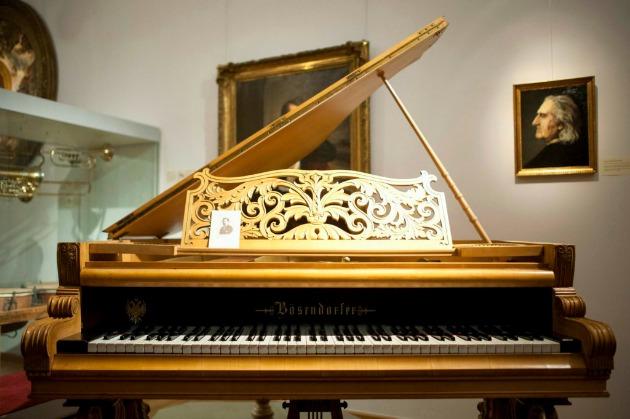 Hubay Jenő hegedűművész Bösendorfer-zongorája a Zenetörténeti Múzeumban (MTI Fotó: Marjai János)
