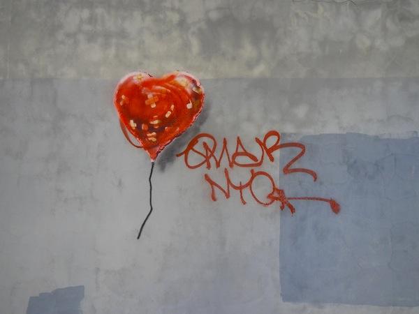 Banksy: Bandaged Hearts (Fotó: blogs.artinfo.com)