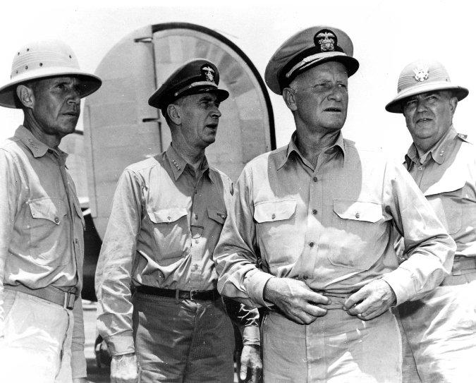 Chester W. Nimitz jobbról a második (Fotó: usnwc.edu)