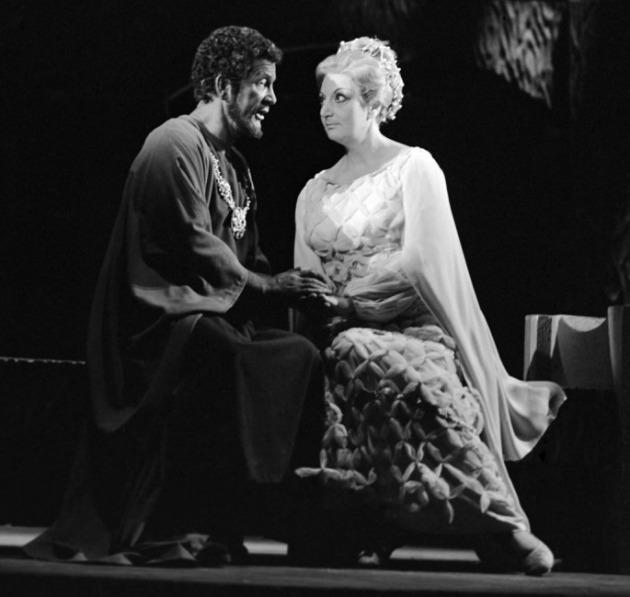 Déry Gabriella és Simándy József operaénekesek jelenete Giuseppe Verdi Otello című operájában (MTI Fotó: Keleti Éva)