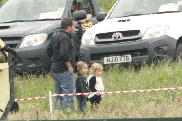 A Pitt-Jolie házaspár ikrei a Demóna című film forgatásán 2012 nyarán. Fotó: Flynet Pictures