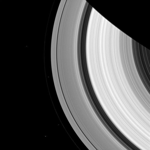 Szaturnuszi holdak (Fotó: NASA/JPL-Caltech/Űrtudományi Intézet)