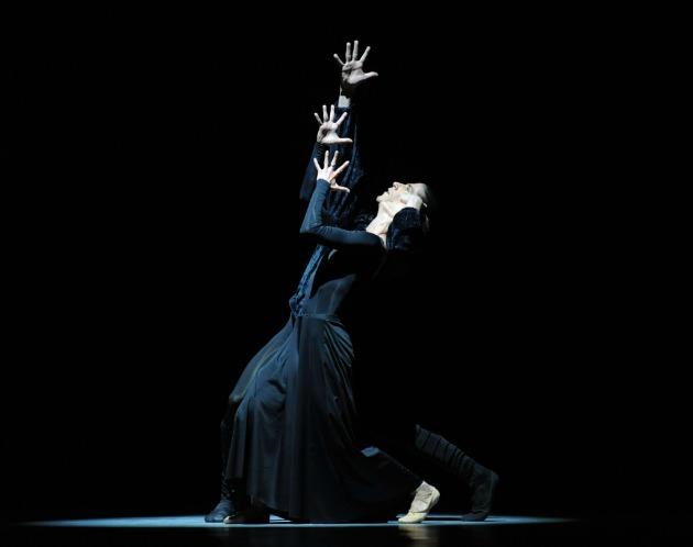 Solti Csaba és Volf Katalin táncol Franz Schubert-Robert North: A halál és a leányka című balett előadásban (MTI Fotó: Kollányi Péter)