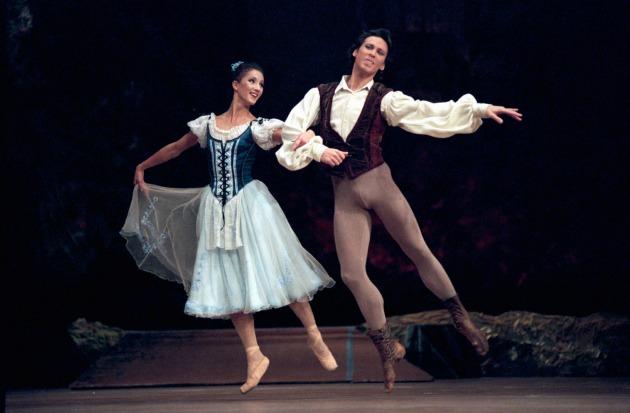 """A """"Giselle"""" című balett felújítása az Operaházban. A képen: Volf Katalin és ifj. Nagy Zoltán (MTI Fotó: Földi Imre)"""