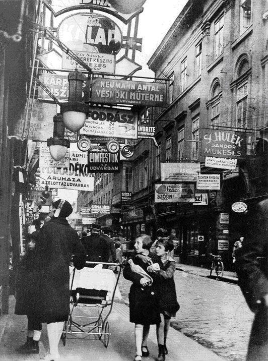 Illusztráció -A Király utca 1929-ben (Fotó: potd.pdnonline.com/Imre Kinszky)