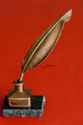 Az Artisjus nagydíjas bronzszobra