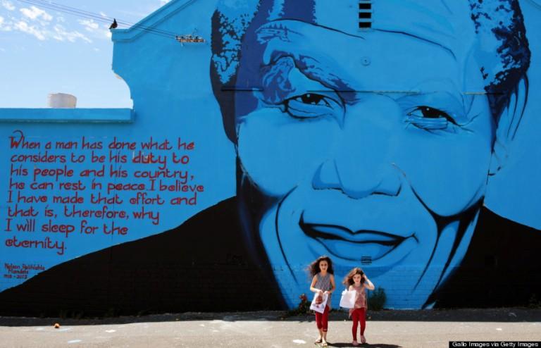 Ez a graffiti a nemrég elhunyt Nelson Mandelát ábrázolja. A falfestményt a Mak1One nevű, dél-afrikai művész festette