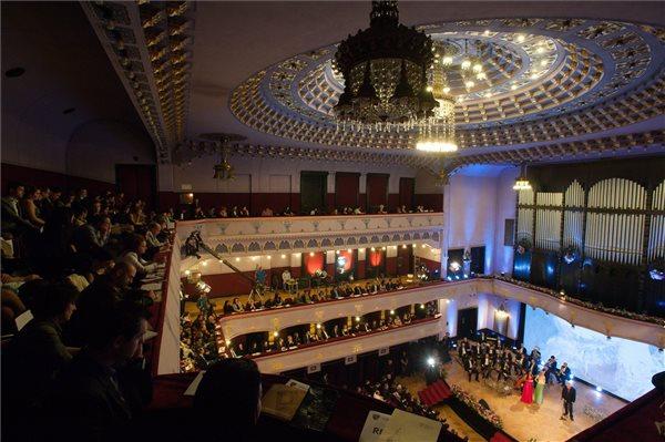 A díjátadó gála helyszíne, a marosvásárhelyi Kultúrpalota (MTI Fotó: Biró István)