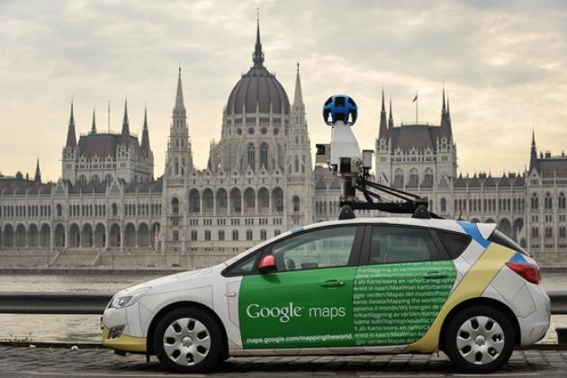 Google kocsi a Parlamentnél (Fotó: eumosaic.hu)