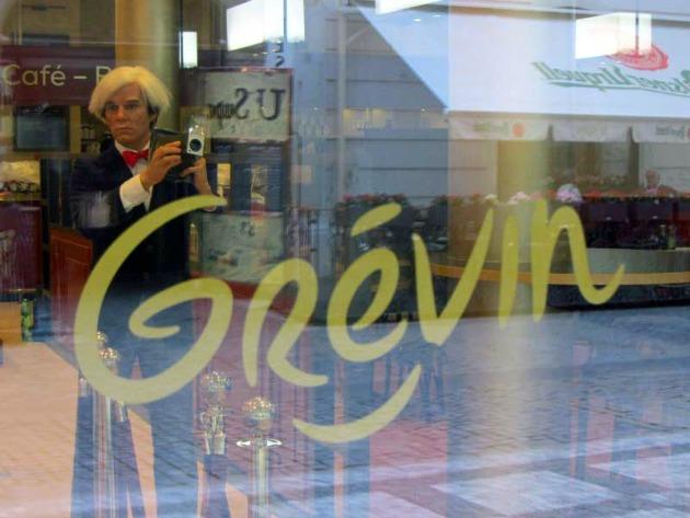 Andy Warhol viaszfigurája üdvözli a látogatókat a prágai Grévin Múzeumban (Fotó: Raymond Johnston)