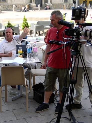 Bozsogi János rendező és Mike László operatőr a pápai főtéren forgat (Fotó: Polgár Tibor)