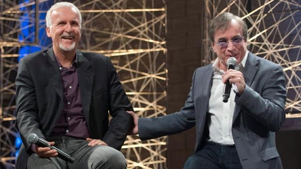 James Cameron és Daniel Lamarrey a Cirque du Soleil igazgatója (Fotó: ctvnews.ca)
