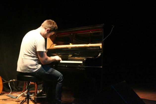 Carlos Cipa a budapesti koncerten (Fotó: Kad De Guzman)