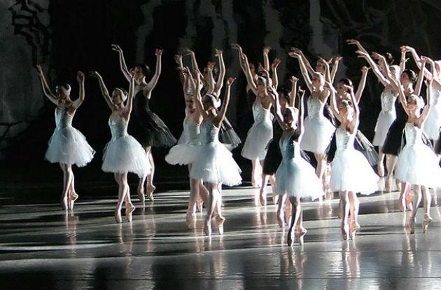 A Kubai Nemzeti Balett Hattyúk tava előadása New Yorkban