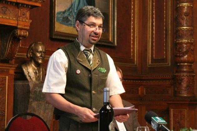 Szabó Lajos főszervező a sajtótájékoztatón