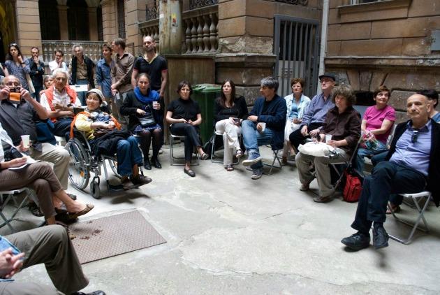 Király utca 76. - az acb Galéria és az Eleven Emlékmű közös beszélgetése (Fotó: Csoszó Gabriella)