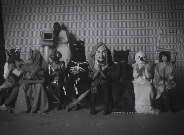 A groteszk tánc szereplői (Fotó: the-drone.com)