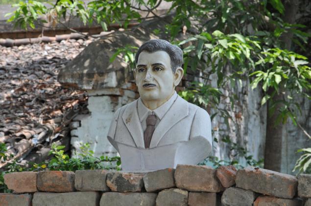 Orwell mellszobra a házán, Motihariban (Fotó: Ranjeet Kumar/thehindu.com)