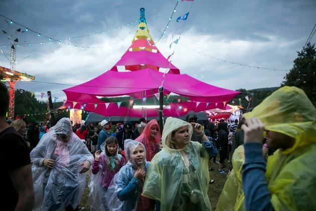 A fesztiválozók nem úszták meg az esőt (MTI Fotó: Mohai Balázs)