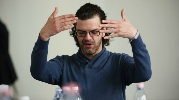 Gergye Krisztián a darab olvasópróbáján (Fotó: Tiszeker Dániel)