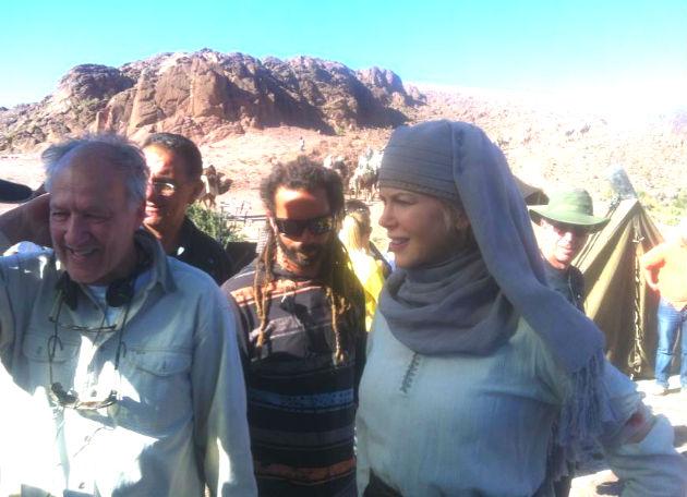 Werner Herzog és Nicole Kidman a forgatáson (Fotó: queenofthedesertfilm.com)