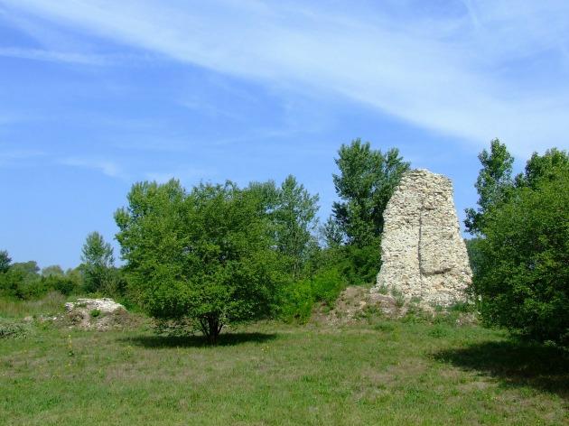 A Dombóvári vár (Dombó vára, Gólyavár) romjai (Fotó: keptar.oszk.hu)
