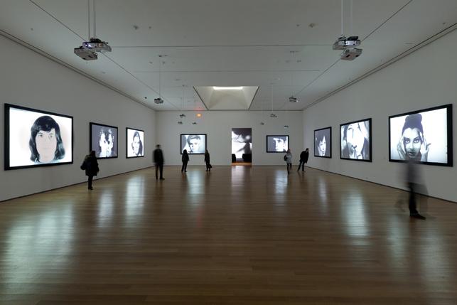 Installáció Andy Warhol munkáiból a MoMA-ban (Fotó: moma.org)