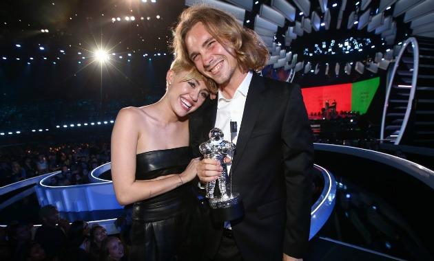 Miley Cyrus és Jesse (Fotó: justjared.com)