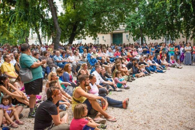 Közönség az idei Palotanegyed Fesztiválon a Múzeumkertben (Fotó: jozsefvaros.hu)