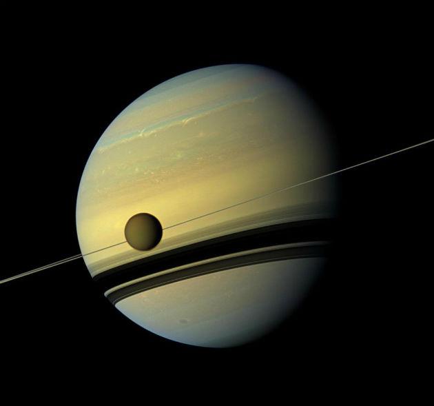 A Titán és a Szaturnusz (Fotó: hirado.hu/NASA/JPL-Caltech/SSI)