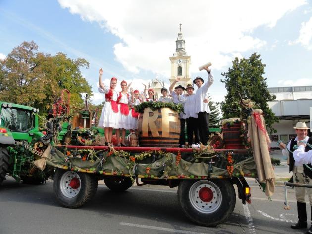 A Ká-Ró Színkör járműve a tavalyi Gyöngyösi Szüreti Napokon