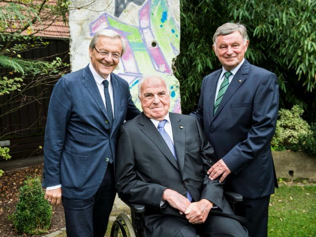 Wolfgang Schüssel volt osztrák kancellár, Helmut Kohl volt német kancellár és Németh Miklós volt magyar miniszterelnök (Fotó: MTI/EPA/Niels Starnick)