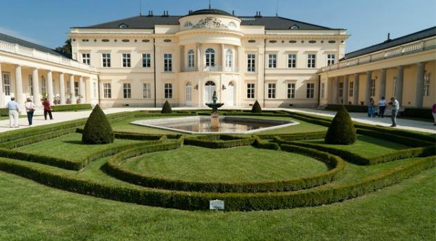 A helyszín: fehérvárcsurgói Károlyi-kastély