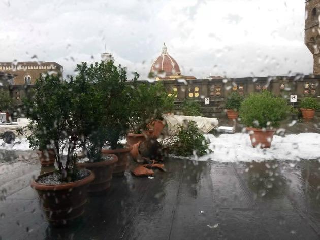 Az Uffizi Képtár udvara a vihar után (Fotó: news.artnet.com)