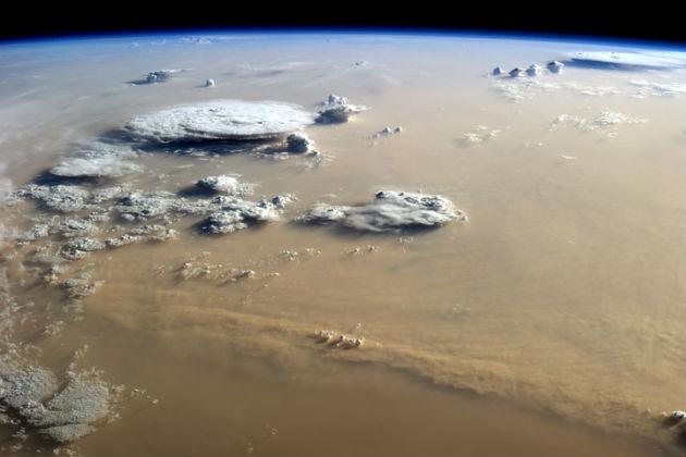 Homokvihar és felhők a Szahara felett (Fotó: hirado.hu/NASA/ISS)