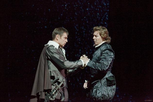 Simon Keenlyside (Rodrigo) és Roberto Alagna (Don Carlos) (Fotó: Ken Howard/Metropolitan Opera)