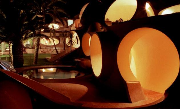 Pierre Cardin Antti Lovag által 1989-ben tervezett buborékháza (Fotó: designrulz.com)