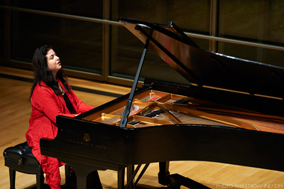 Lera Auerbach a zongoránál