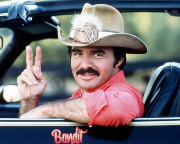 Burt Reynolds a Smokey és a Banditák című film főszereplőjeként (Fotó: Moviepix/Hirado.hu)