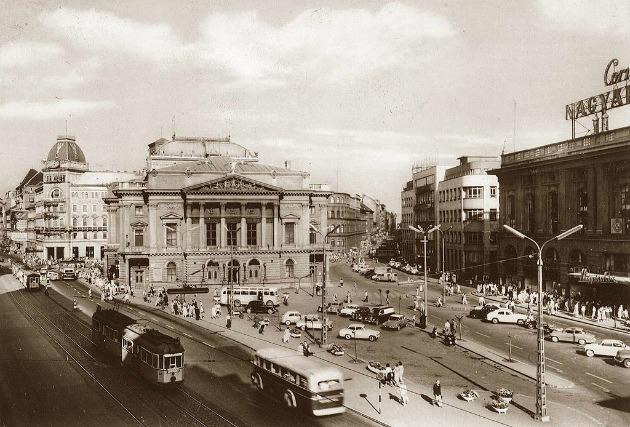 Nemzeti Színház a Blaha Lujza téren (Fotó: hu.wikipedia.org)